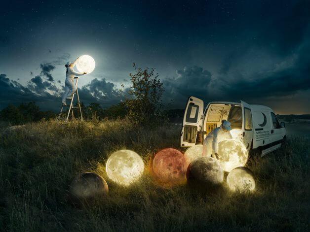 full moon service e capa Copia - Fotógrafo faz uma obra de arte incrível com uma sequência de fotos, simulando a lua cheia sendo trocada