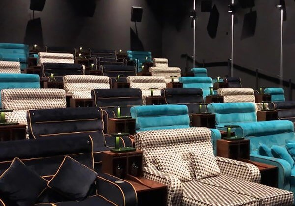 cinema suica2 - Cinema substitui assentos por cama de casal na Suíça