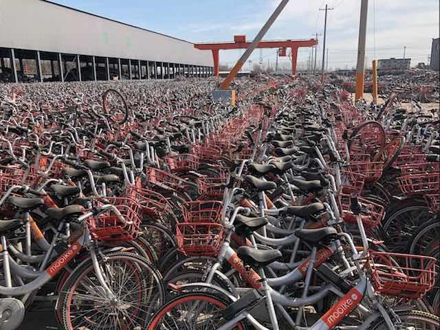 Bikes no pateo - Empresário compra 10 mil bikes que iam pro lixo e doa a alunos pobres
