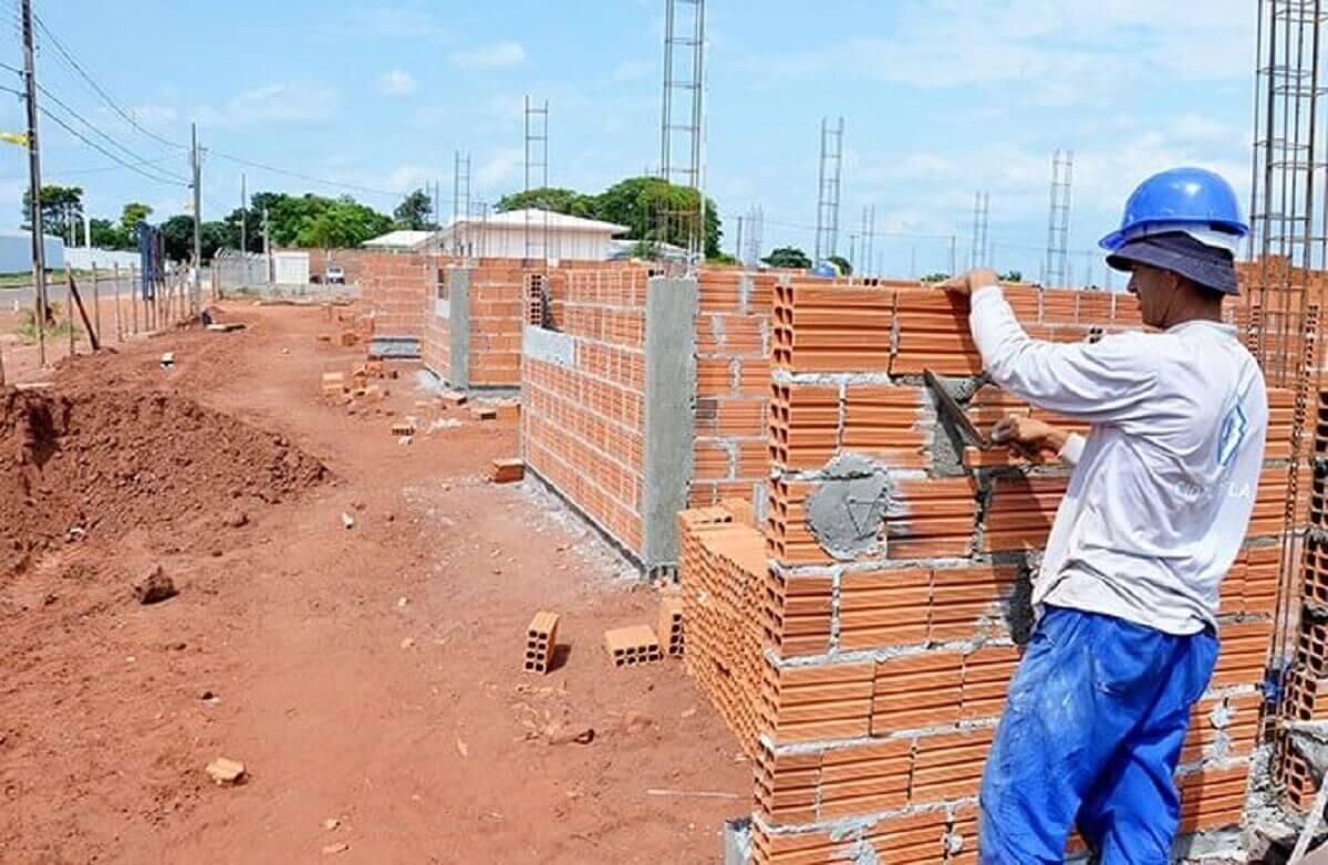 const 3 - Pastor usa dízimo para construir casas para quem não tem onde morar