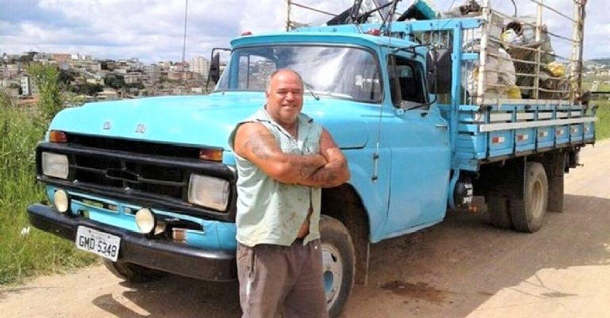 Dono do ferro velho - Dono de ferro velho restaura cadeiras de rodas usadas e doa para pessoas carentes