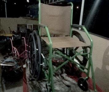 cadeira de rodas - Dono de ferro velho restaura cadeiras de rodas usadas e doa para pessoas carentes
