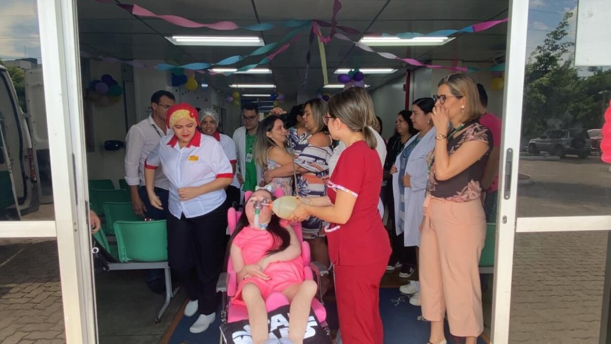 Lele 2 - Menina cresceu em hospital por 12 anos e vai para sua casa pela 1ª vez após receber alta