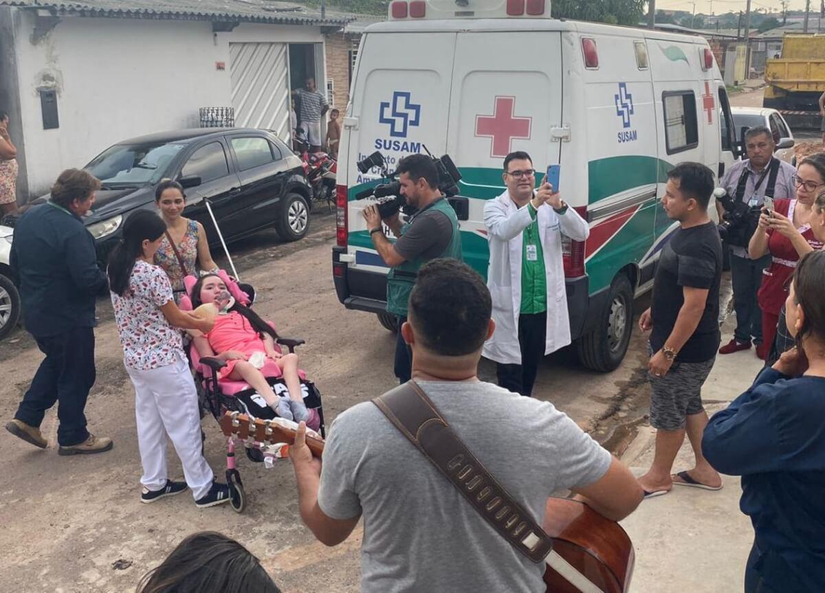 Lele 5 - Menina cresceu em hospital por 12 anos e vai para sua casa pela 1ª vez após receber alta