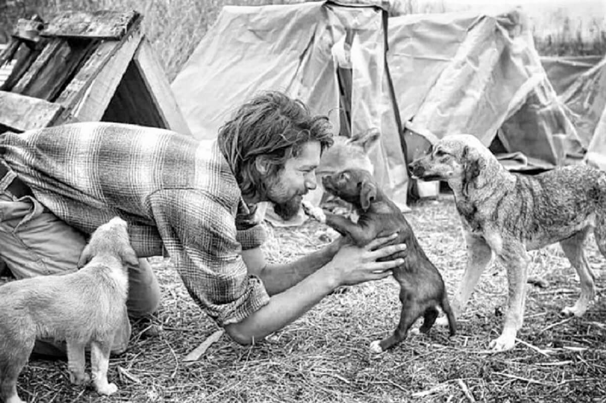 Modelo capa - Modelo no auge da fama larga sua carreira para dedicar-se a animais abandonados