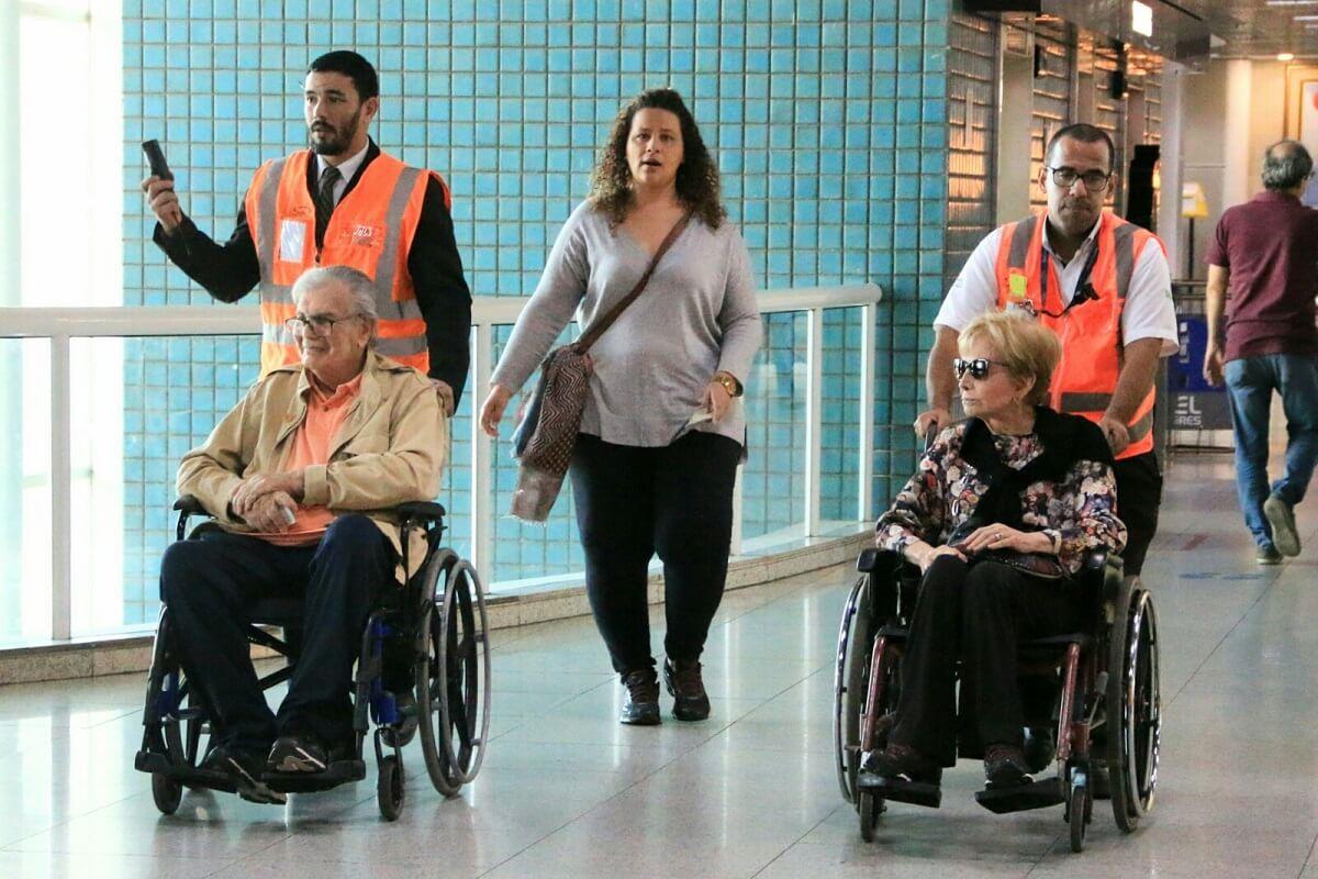 Tarcisio Meira e Gloria Menezes 6 - Tarcísio e Gloria aparecem usando cadeira de rodas em aeroporto e fãs ficam comovidos.