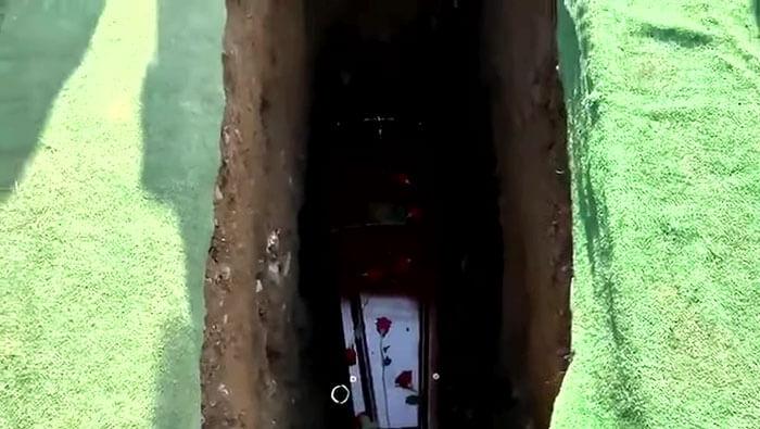 irish man funeral funny recording 3 - Um irlandês brincalhão grava uma mensagem para tocar em seu funeral, ao ouvi-la os enlutados choram de rir