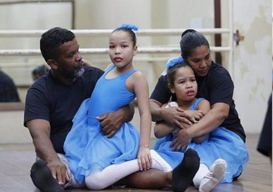 pedreiro bale3 545x382 - Pedreiro quebra tabu ao aprender balé para ajudar filhas autistas