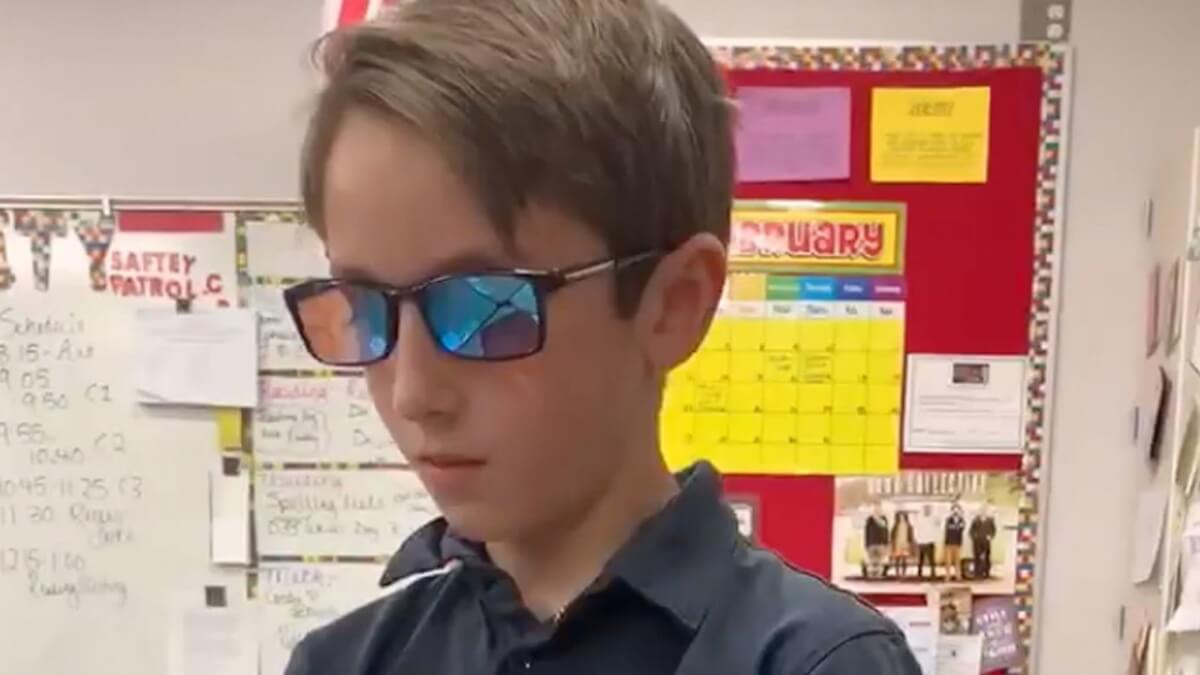 tyler muhr - Garotinho investe toda a sua mesada e compra óculos para que seu amigo daltônico veja as cores