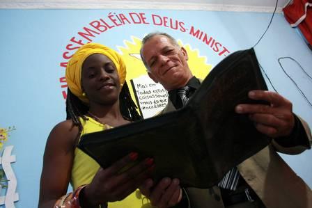 3 1 - Evangélicos, católicos e espíritas se unem para ajudar famílias necessitadas