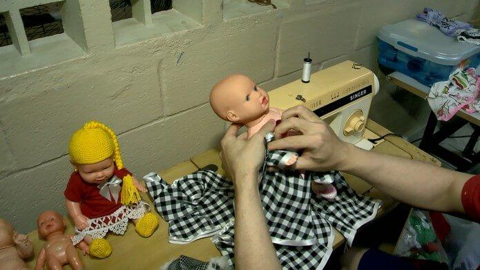 3 - Presos produzem bonecas para crianças com câncer no ES