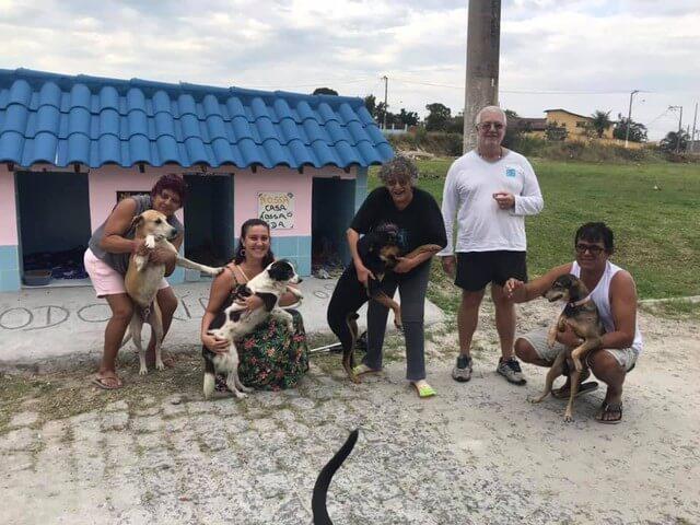 """Cãodominio 2 - Vizinhança se junta e criam """"cãodomínio"""" um abrigo que recebe animais de rua no RJ"""