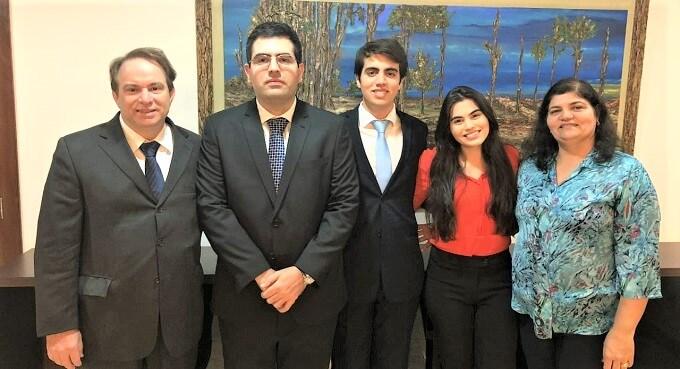 Família de advogados - Brasileiro de 19 anos é o mais jovem do mundo a entrar no mestrado de Harvard.