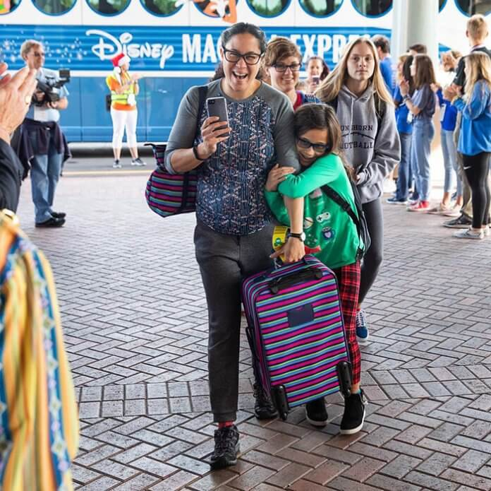Fundação Gary Sinise6 - Ator Gary Sinise levou totalmente de graça mais de 1000 crianças filhos de veteranos de guerra para a Disney