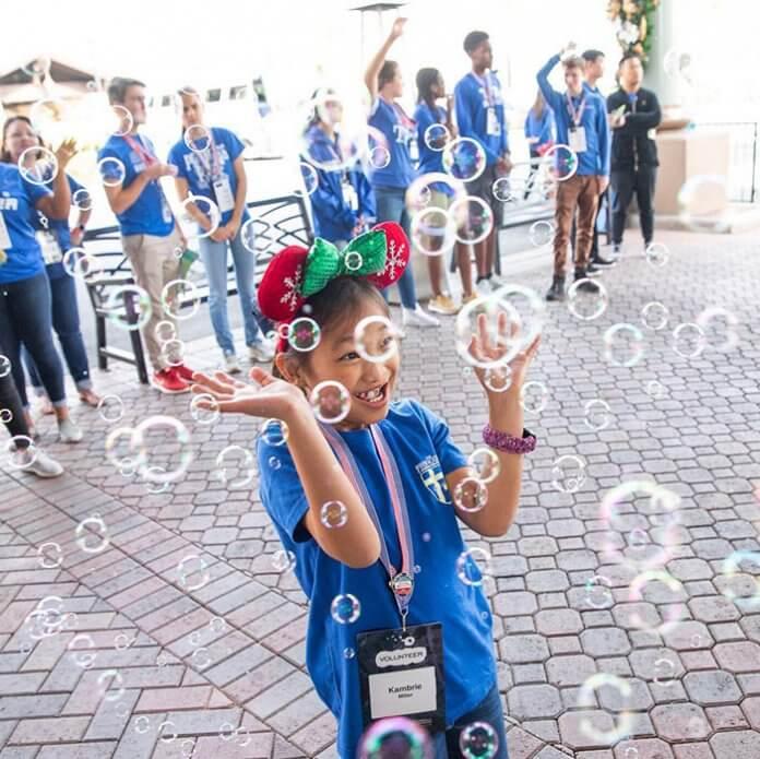 Fundação Gary Sinise7 - Ator Gary Sinise levou totalmente de graça mais de 1000 crianças filhos de veteranos de guerra para a Disney