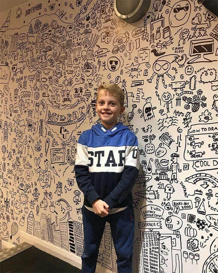 Joe 4 - Menino é contratado por restaurante para decorar o ambiente com seus lindos desenhos