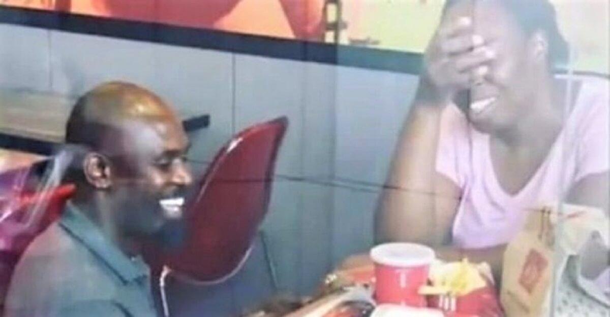 Pedido de casamento 1 - Várias empresas querem REALIZAR o casamento de um casal ridicularizado no KFC