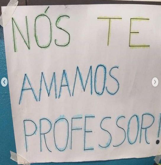 Professor insta 3 - Alunos encheram sala de aula com mensagens de encorajamento para o professor com depressão.