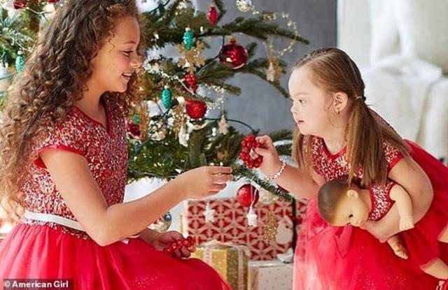 SD 2 - Menininha de 4 anos com síndrome de Down torna-se modelo de campanha de Natal