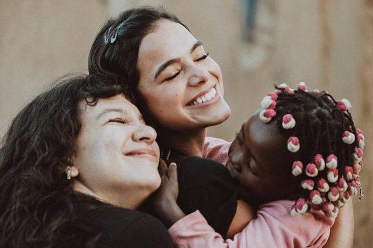 bruna priscila 545x363 - Bruna Marquezine se sensibiliza com orfanato e doa R$120 mil para reformá-lo