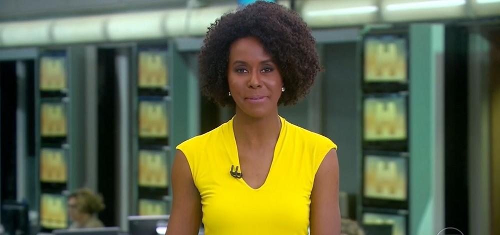 globo jornal hoje maju coutinho blusa amarela sorrindo fixed large - Menininha identifica- se com Maju Coutinho na TV e viraliza: 'Ela se sentiu representada'