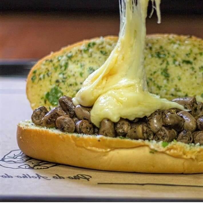 pão de alho do gordo 5 - Sanduíche de pão de alho com coração é o maior sucesso no Rio de Janeiro