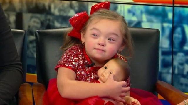 sd 6 - Menininha de 4 anos com síndrome de Down torna-se modelo de campanha de Natal