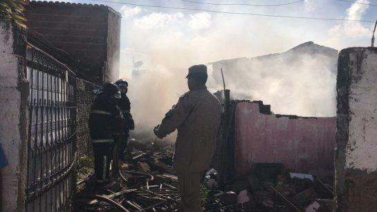 3 - Pedreiro perde sua casa em incêndio, e chora ao reencontrar seu cachorrinho