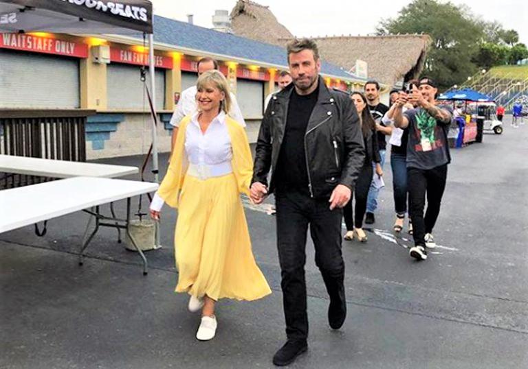 """Grease close 768x538 1 - John Travolta e Olívia Newton-John revivem o clássico """"Grease"""" (nos tempos da brilhantina) 40 anos depois"""
