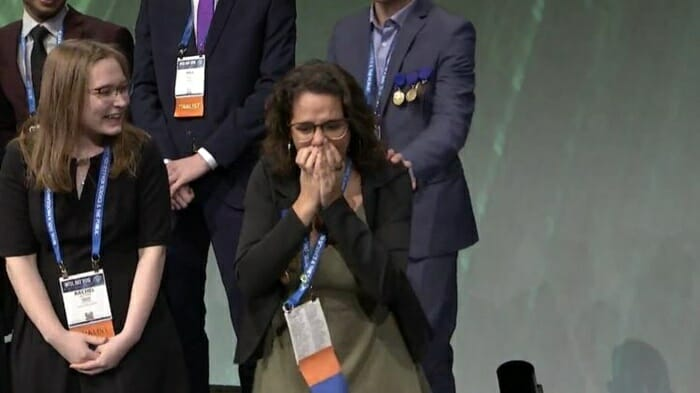 Pesquisadores do Br 1 - Brasileira de 18 anos venceu concurso mundial de jovens cientistas. E seu nome vai virar nome de asteroide
