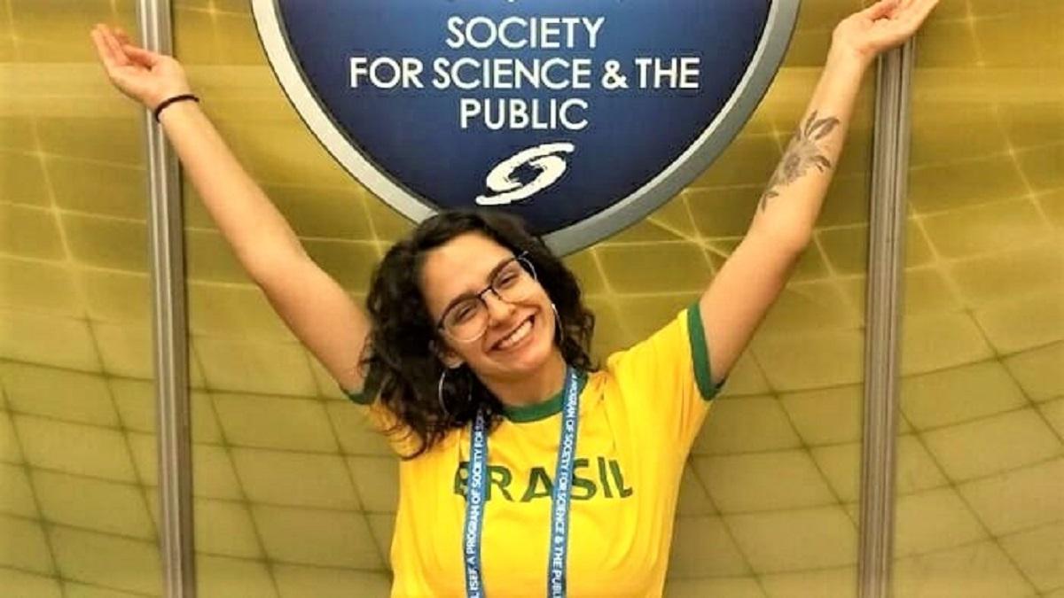 Pesquisadores do Br 2 - Brasileira de 18 anos venceu concurso mundial de jovens cientistas. E seu nome vai virar nome de asteroide