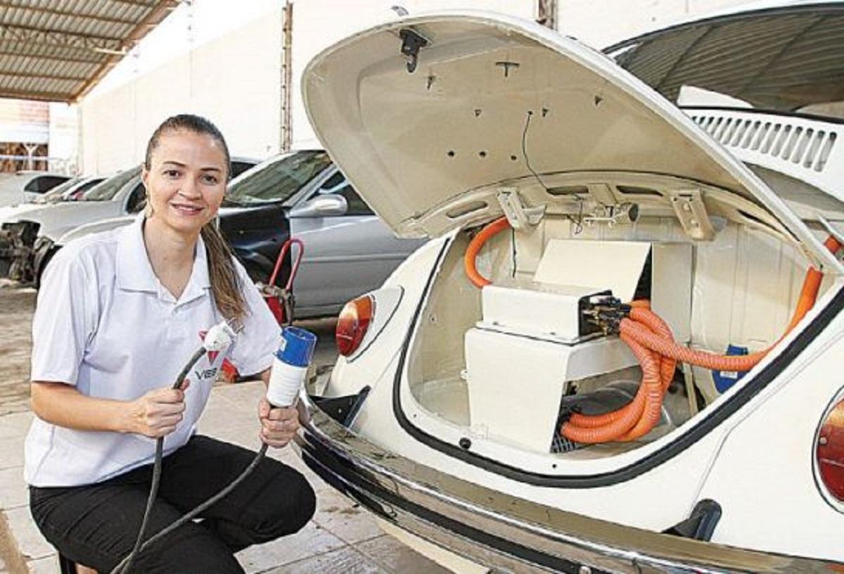 engenheira transforma fusca em carro eletrico 2 - Engenheira capixaba instalou motor elétrico em Fusca e deixou de usar gasolina