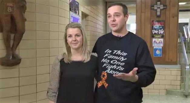 2 1 - Menino de 6 anos que venceu o câncer é aplaudido pelos colegas (Vídeo)