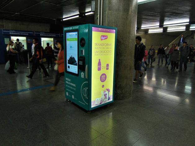 3 - São Paulo dá início a projeto que troca garrafa pet por crédito em transporte público