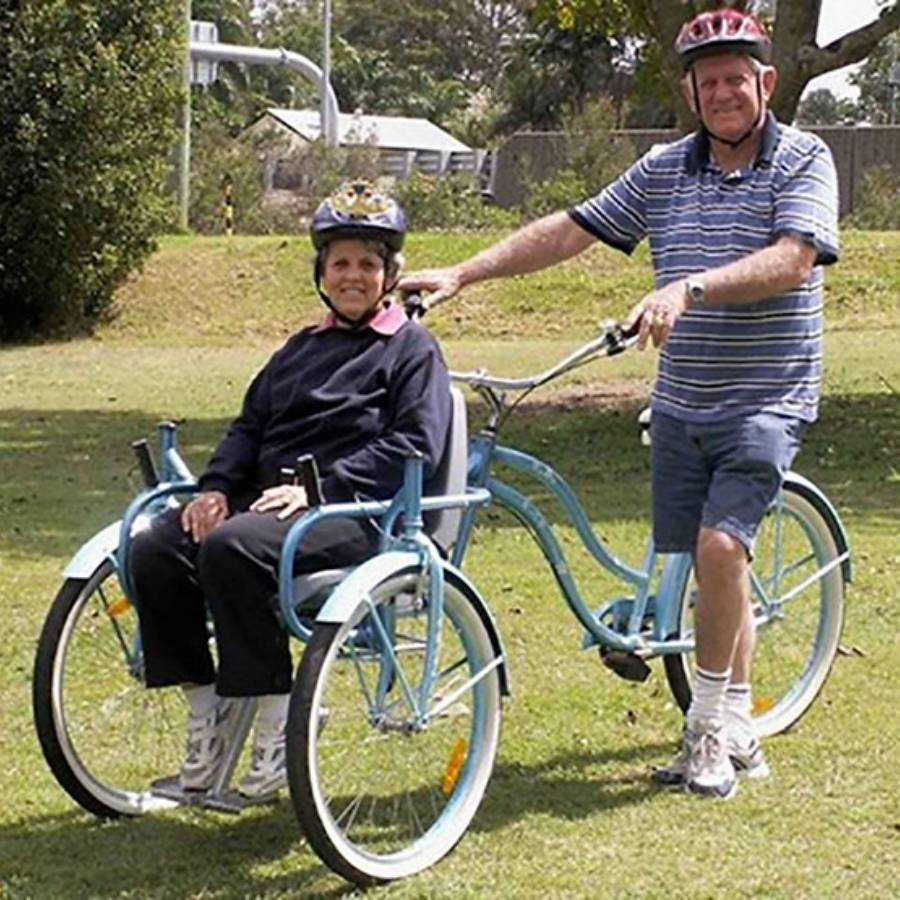 Bicicleta que transporta cadeirantes 2 - Bicicleta que permite passear com cadeirantes virou grande sucesso na internet