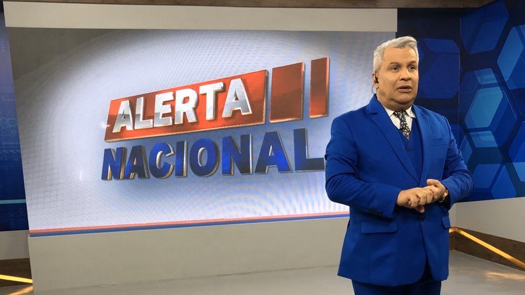 Sikera Junior - Alerta Nacional, o novo programa de Sikera Júnior, fez muito sucesso e a sua popularidade incomoda a concorrência