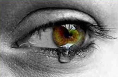 Tristeza no olhar - Não adianta nada orar e frequentar a igreja se no dia a dia somos pessoas más