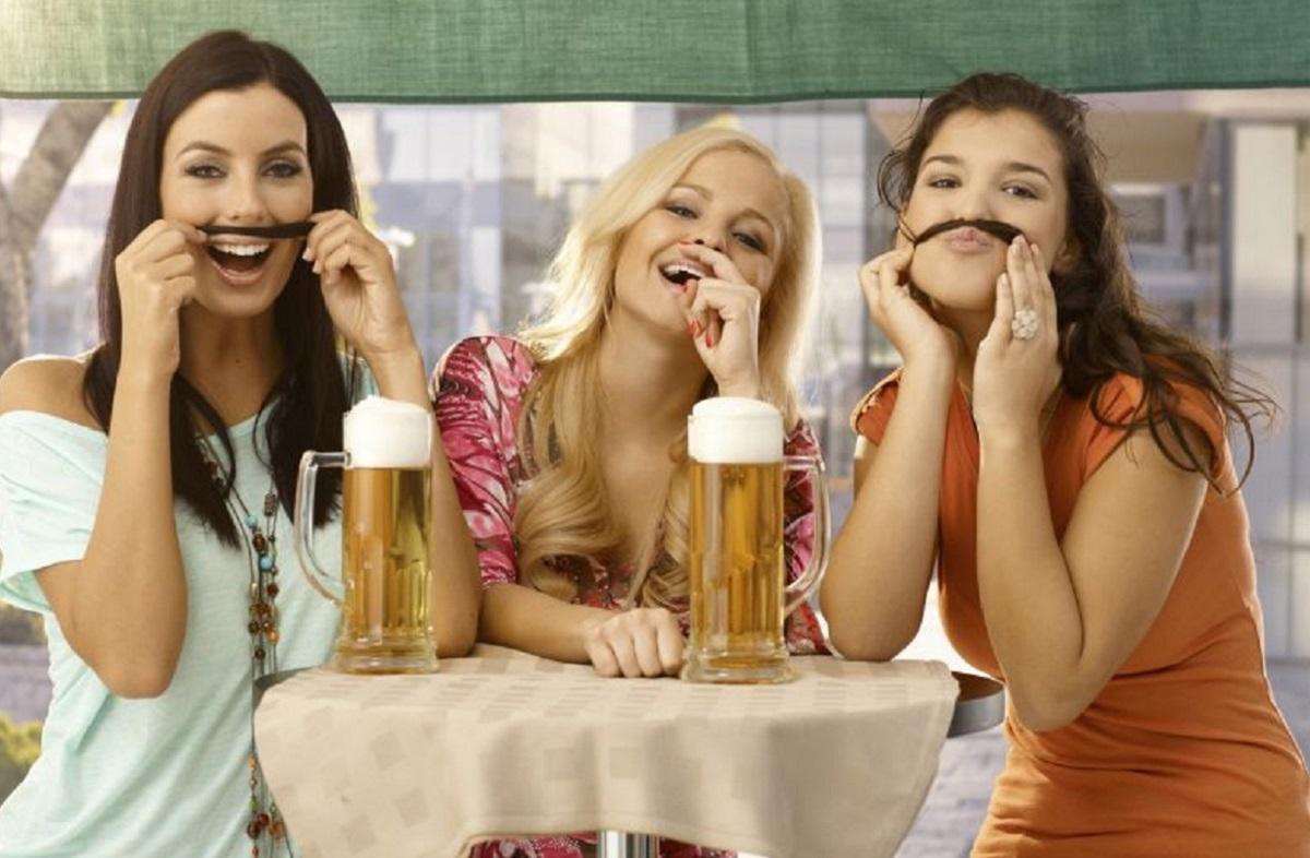 beber cerveja 2 - Tomar cerveja diminui as rugas mais que os cremes - Dra Pilar Codoñer Franch