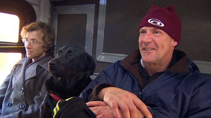 dog rides bus seattle eclipse 5948d58413ad9  700 - Cachorra pega ônibus sozinha todos os dias para ir ao parque!