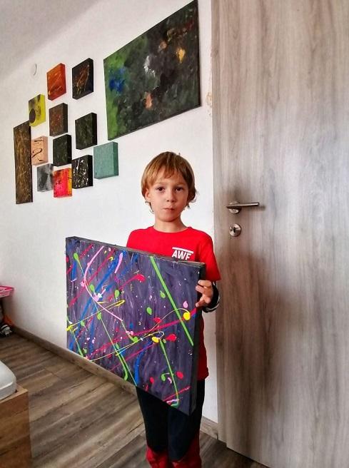 """1 2 8 - Pai postou com orgulho: """"Meu filho tem Autismo e se expressa através da pintura, e eis aqui algumas obras de arte dele""""."""