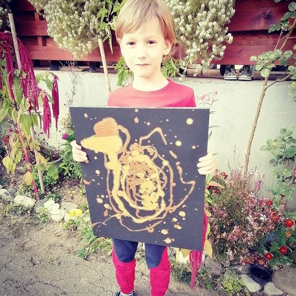 """19 - Pai postou com orgulho: """"Meu filho tem Autismo e se expressa através da pintura, e eis aqui algumas obras de arte dele""""."""