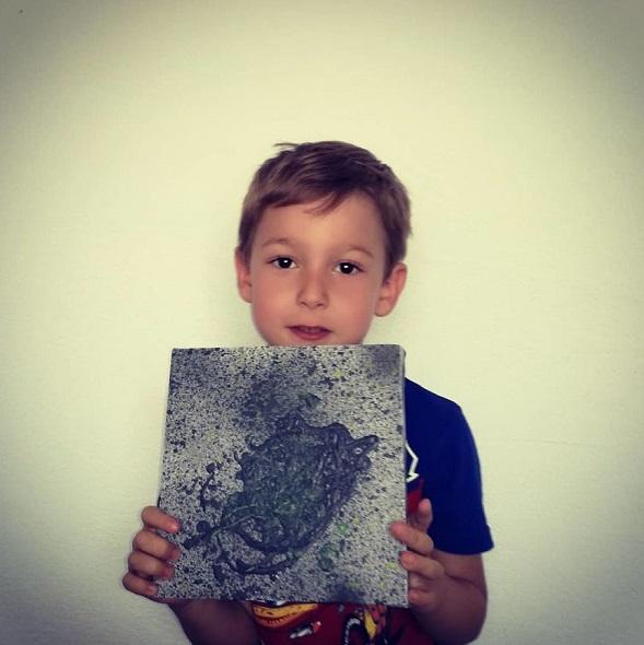 """4 5 - Pai postou com orgulho: """"Meu filho tem Autismo e se expressa através da pintura, e eis aqui algumas obras de arte dele""""."""