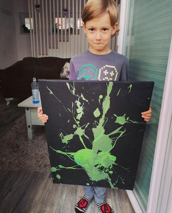 """5 1 4 - Pai postou com orgulho: """"Meu filho tem Autismo e se expressa através da pintura, e eis aqui algumas obras de arte dele""""."""