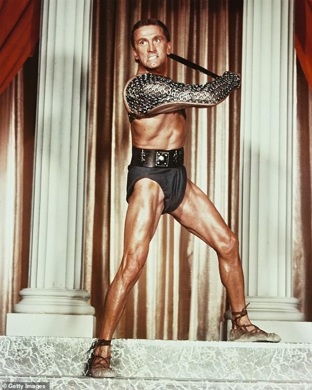 Kirk no papel de Spartacus - Kirk Douglas morre aos 103 anos - Uma lenda de Hollywood