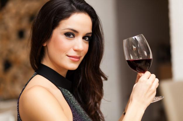 Taça de vinho - Uma taça de vinho fornece os mesmos benefícios que uma hora de academia, conforme pesquisa.