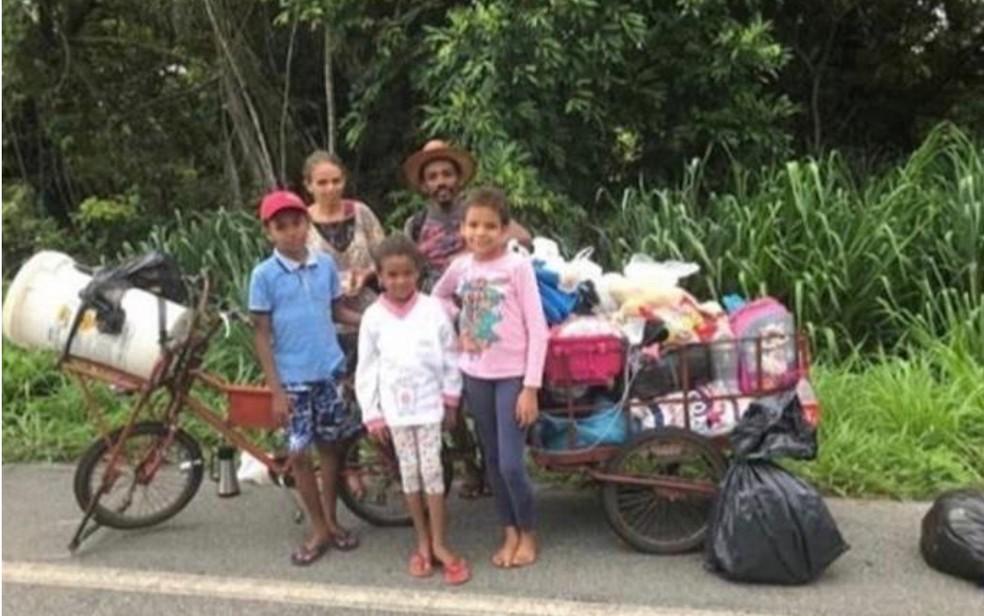 familia bicicleta - Família sem dinheiro que decidiu ir andando de Goiânia a Roraima ganhou passagens para viajar de ônibus.