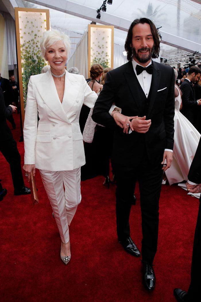 keanu reeves brought mom as date oscars 5e410bd03e56e  700 - Keanu Reeves levou sua mãe, Patricia Taylor, ao Oscar como sua acompanhante e rouba a cena!