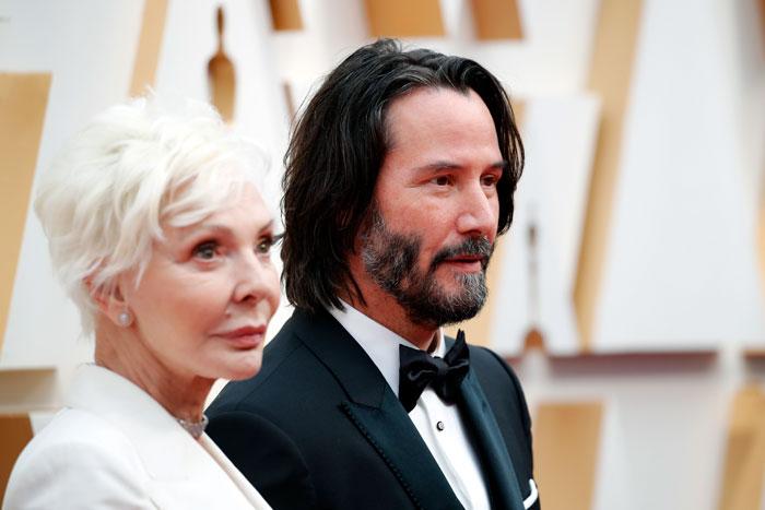 keanu reeves brought mom as date oscars 5e410bd200f0c  700 - Keanu Reeves levou sua mãe, Patricia Taylor, ao Oscar como sua acompanhante e rouba a cena!