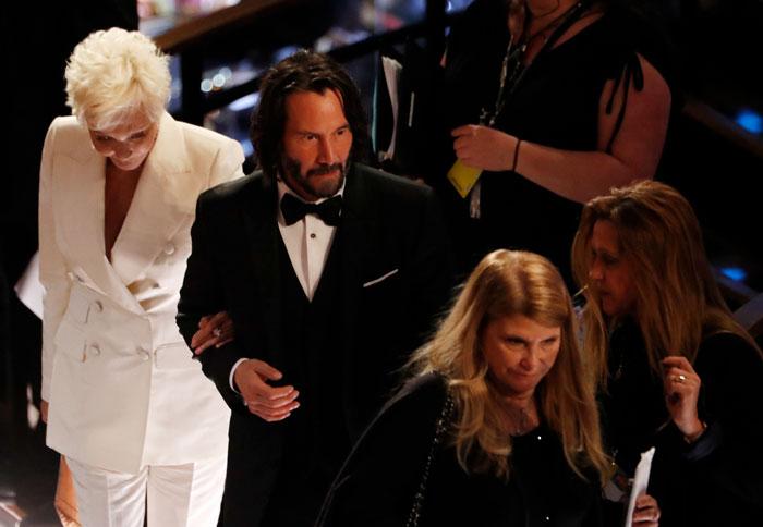 keanu reeves brought mom as date oscars 5e410bd38a140  700 - Keanu Reeves levou sua mãe, Patricia Taylor, ao Oscar como sua acompanhante e rouba a cena!