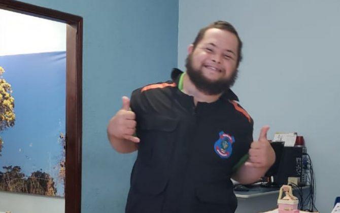 """lucas 31 01 20 670x420 1 - Rapaz com Síndrome de Down supera câncer e """"vira"""" policial em Anápolis(GO)"""